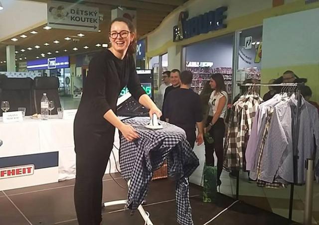 В Чехии чемпионат по глажке выиграла студентка, которой дома гладит бойфренд