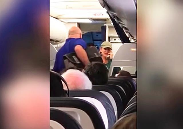 Пилот United Airlines напугала пассажиров тирадой о разводе