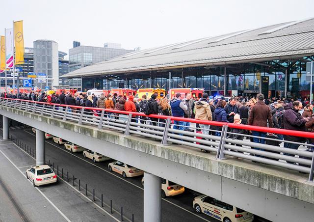Более 60 человек отравились неизвестным газом в аэропорту Гамбурга