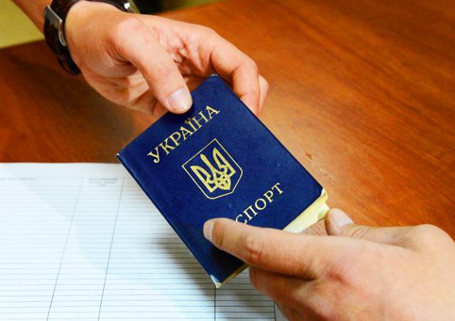 Порошенко предложил автоматически лишать украинского паспорта за второе гражданство