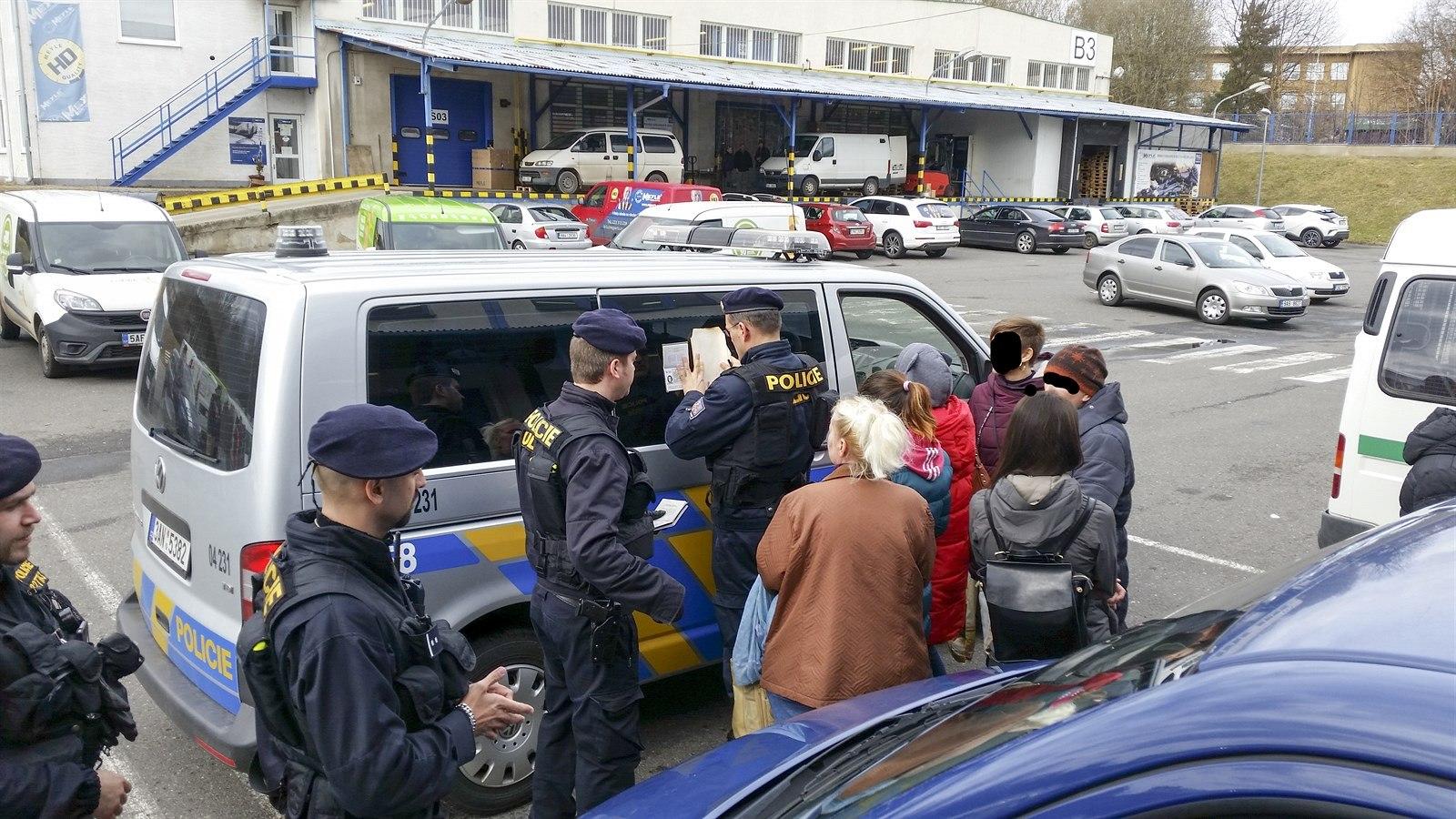 ИзЧехии депортируют незаконно работавших вгосударстве жителей Украины