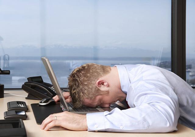 Эксперты подсчитали, сколько времени бездельничают на работе жители Чехии