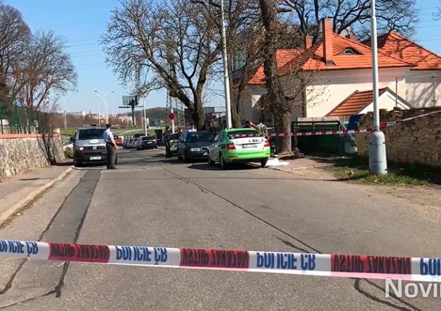Прохожие в Праге обнаружили мужчину с огнестрельным ранением