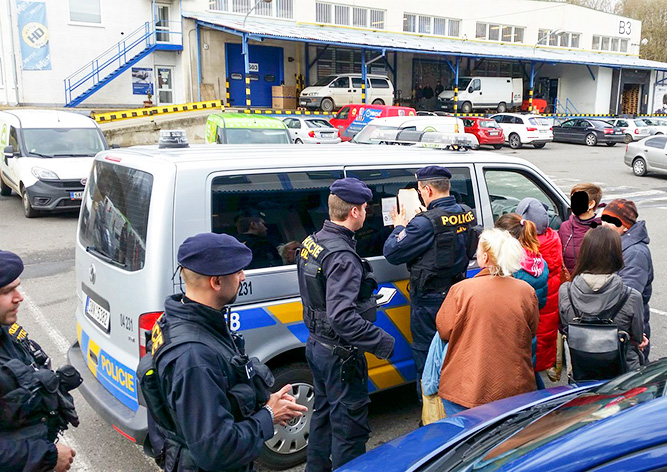 Полиция депортирует из Чехии 300 иностранцев