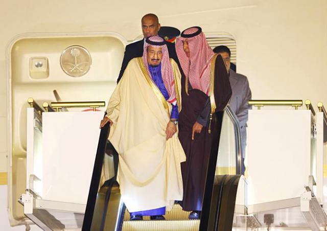 Саудовский король со свитой прибыли в Токио на 10 самолетах