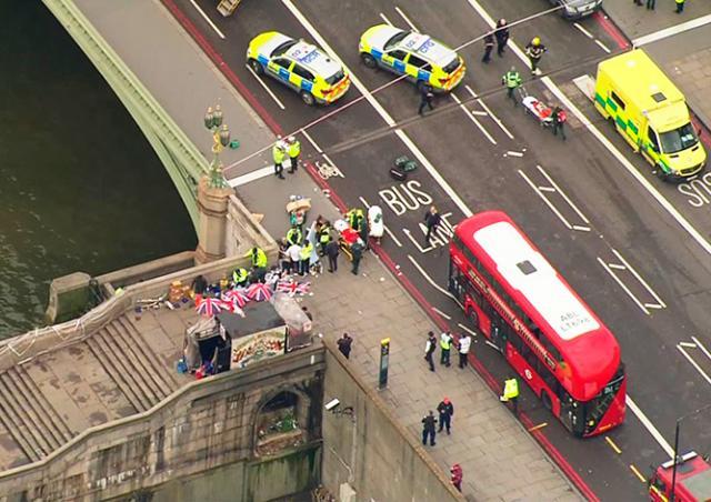 Первые секунды теракта в Лондоне попали на видео