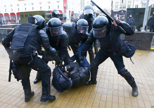 МИД Чехии призвал Россию и Беларусь отпустить задержанных демонстрантов